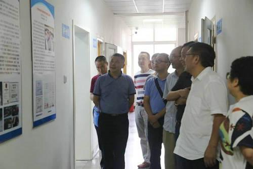 图片新闻     杨秀彬厅长一行先后深入动物遗传育种四川省重点实验室